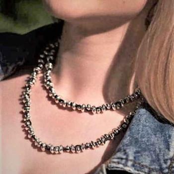 Lange Silberperlen Lederkette -  Bai Dai